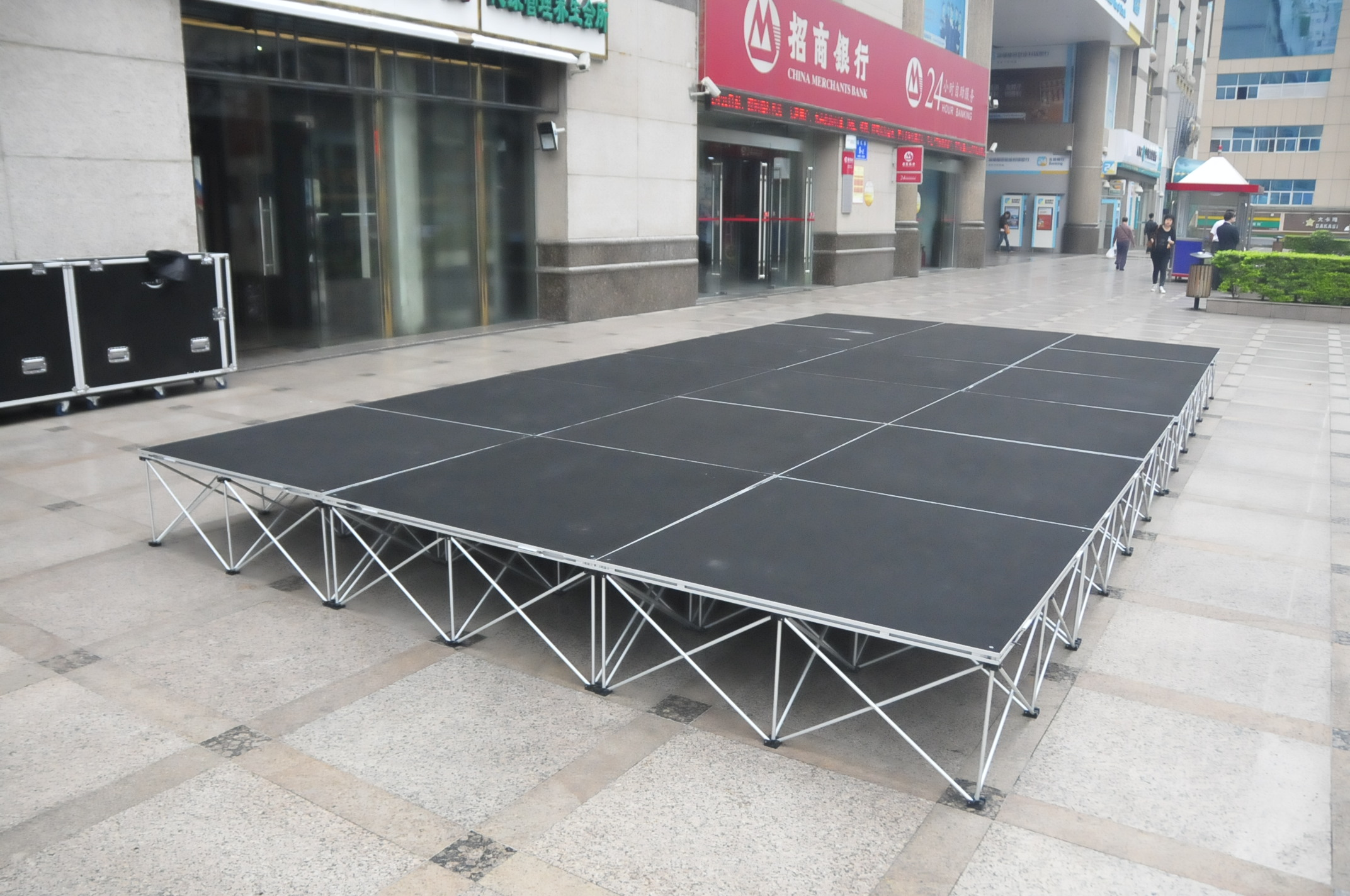 Portable Stage Flooring : Music concert and dancing party you need portable stages