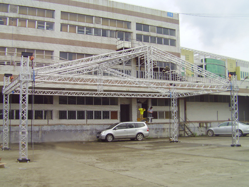 Steel truss for portable stage system